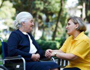 Cuidum lanza más de 100 ofertas de trabajo de cuidador para cubrir vacantes en toda España